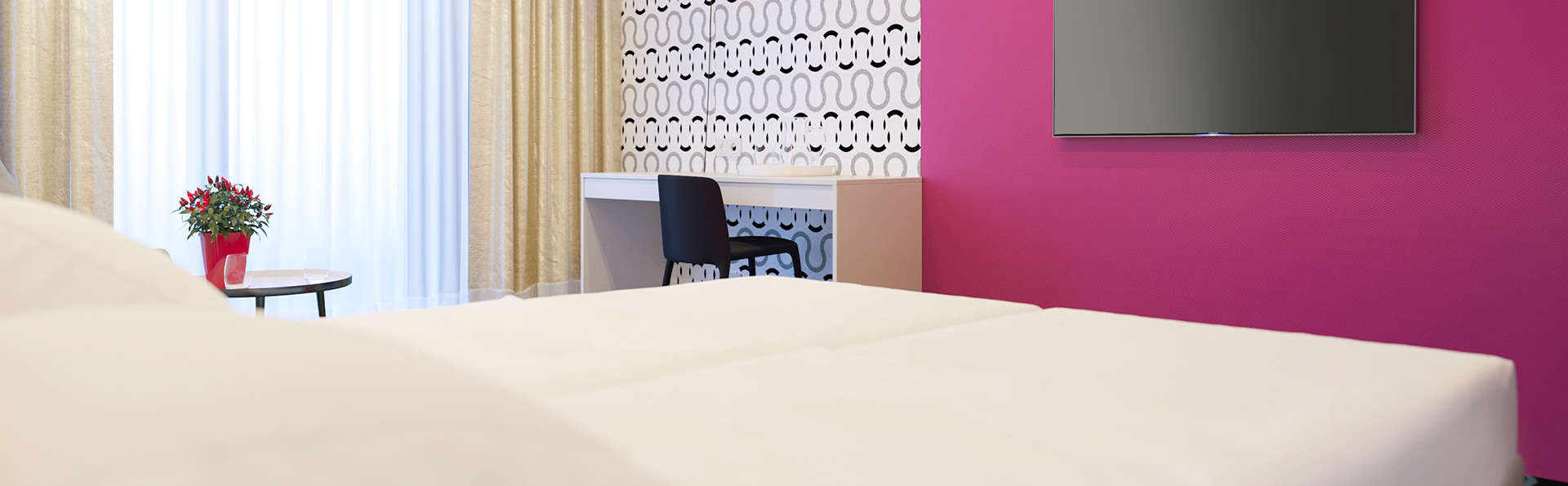 IBIS Styles Haarlem City Hotel - Edit_Room9.jpg
