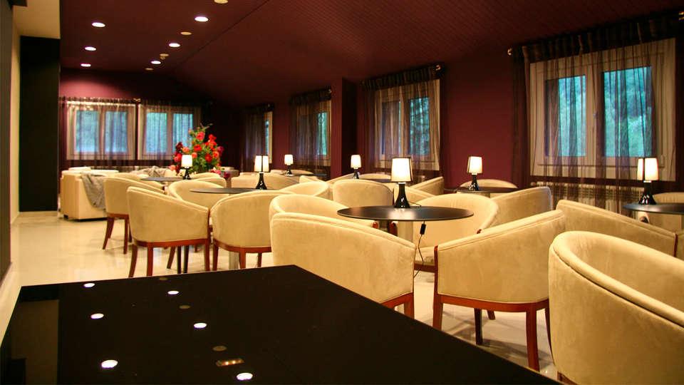 Hotel & Spa Bringué - edit_salon_morado2.jpg