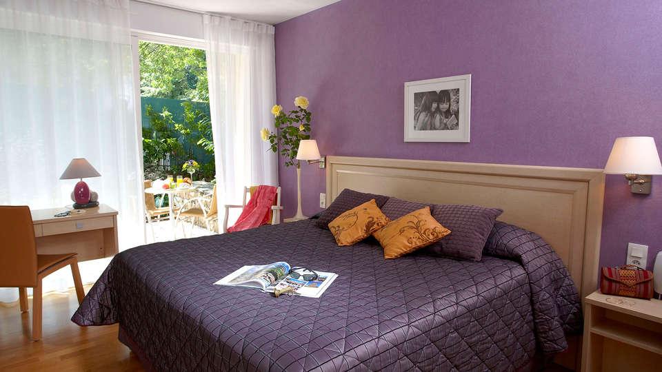 Bagnoles Hotel - EDIT_room2.jpg