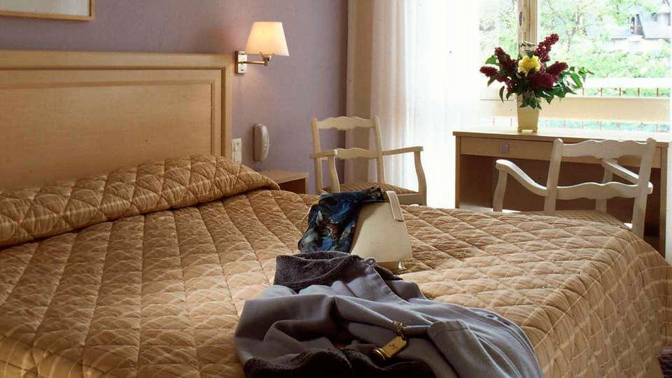 Bagnoles Hotel - EDIT_room1.jpg