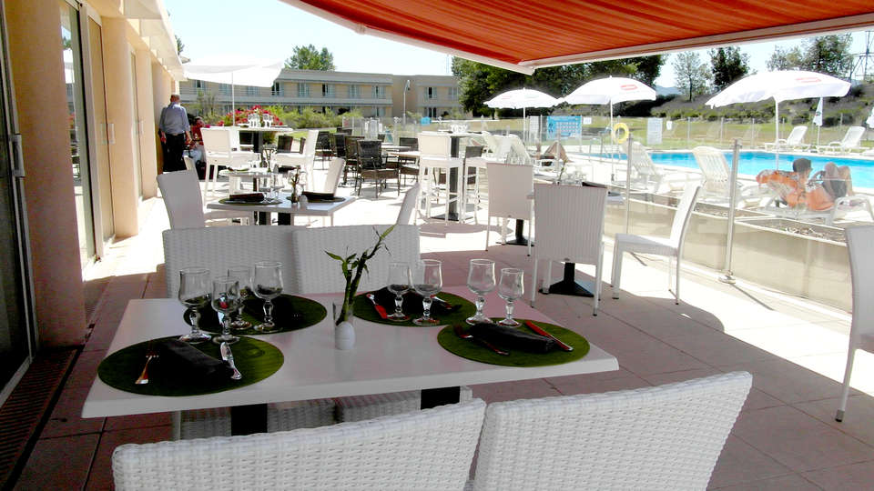 Sure Hotel by Best Western Aix Sainte Victoire - Edit_Terrace.jpg