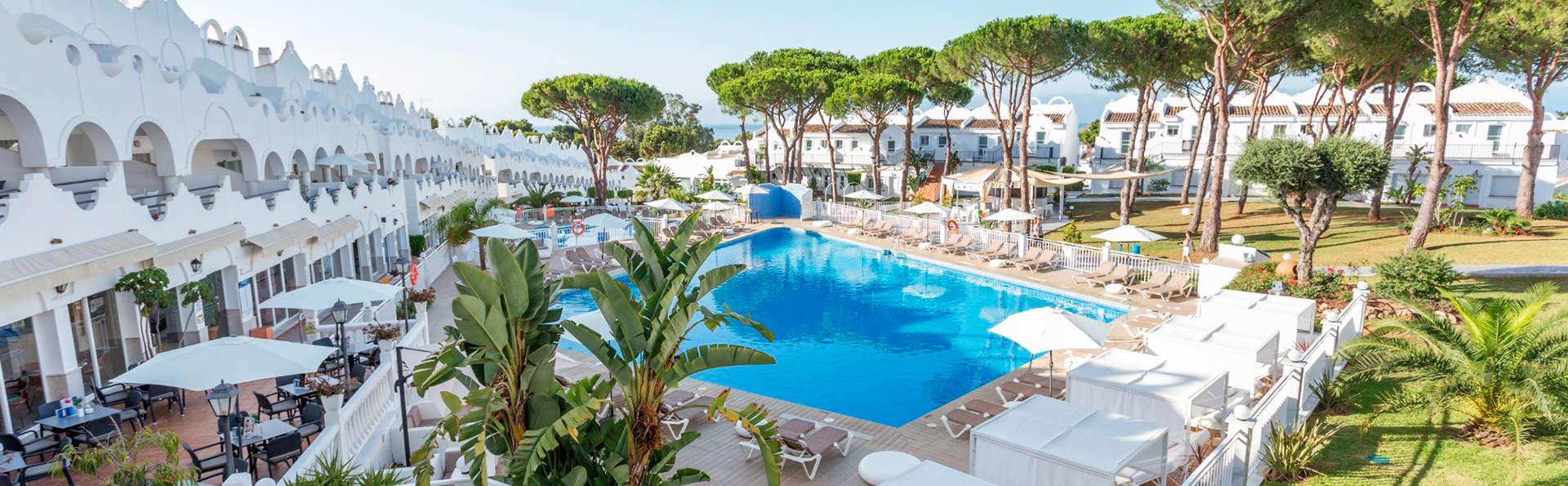 Découvrez Marbella dans un resort avec dîner, espace relaxation et enfant gratuit !