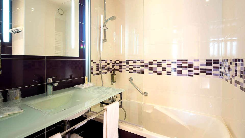 Best Western Anjou Lafayette - Edit_Bathroom.jpg