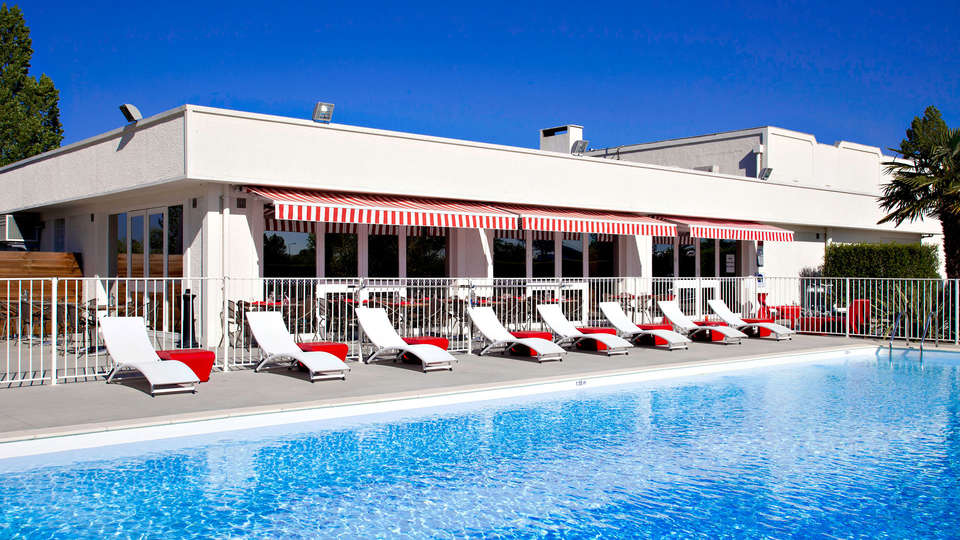Sure Hotel By Best Western Bordeaux Aéroport  - Edit_Pool.jpg