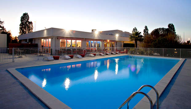 Sure Hotel By Best Western Bordeaux Aeroport - Pool