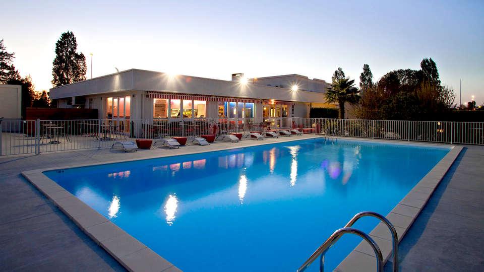 Sure Hotel By Best Western Bordeaux Aéroport  - Edit_Pool34.jpg
