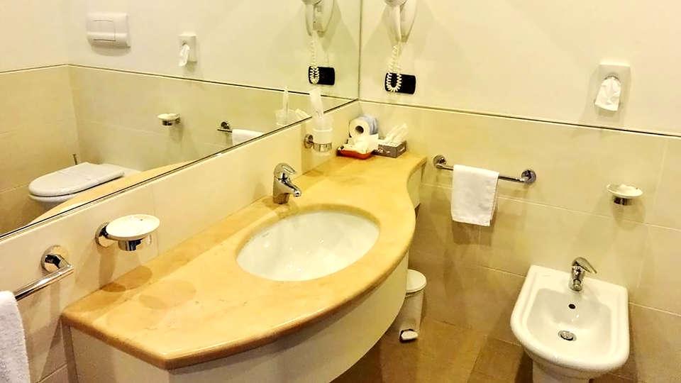 Park Hotel - Edit_Bathroom2.jpg