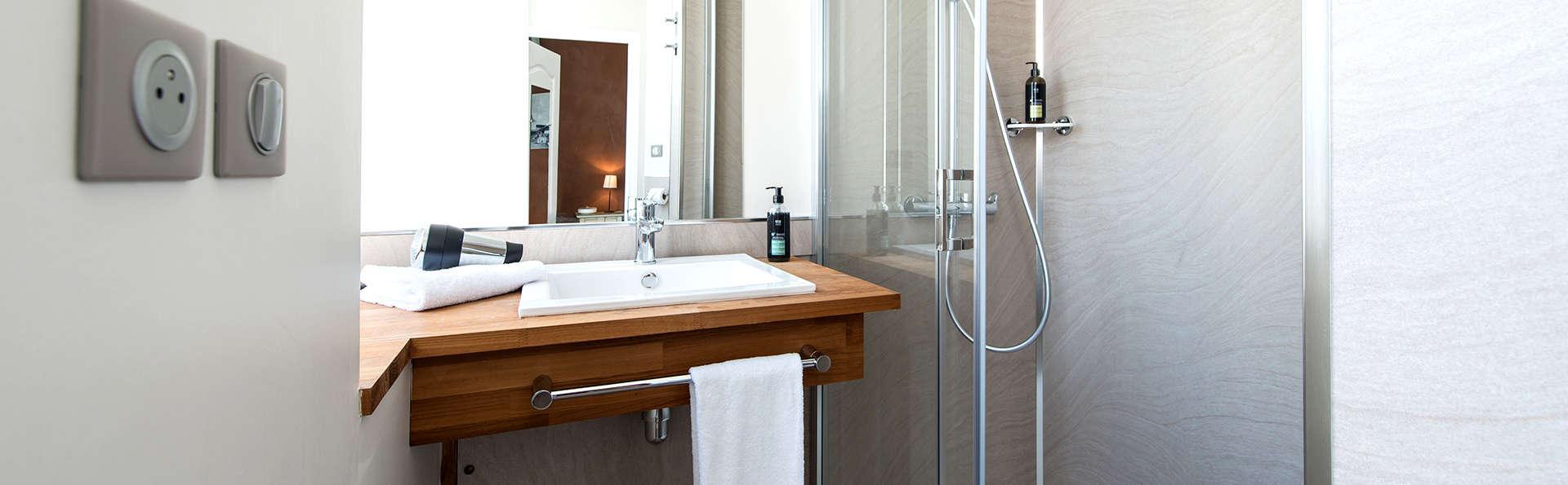 Best Western Hôtel de la Plage - Edit_Bathroom2.jpg