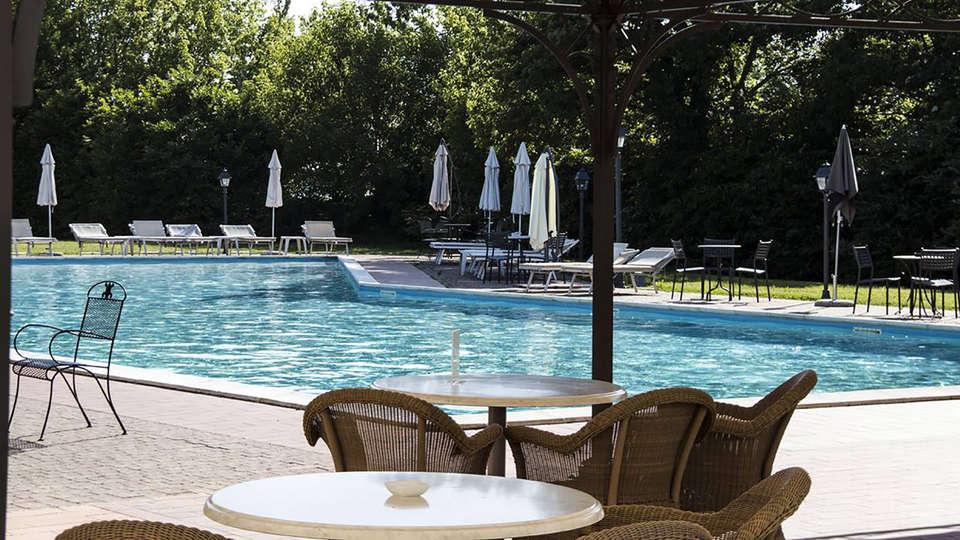 Hotel Villa Dei Tigli 920 Liberty Resort - Edit_Pool2.jpg