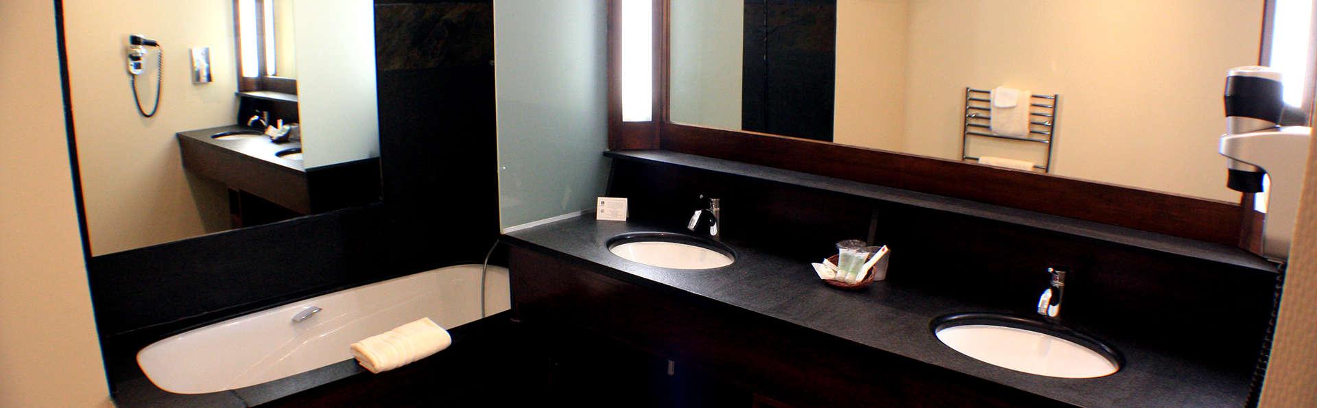 best western La Métairie - Edit_Bathroom.jpg
