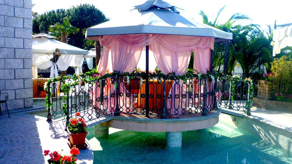 Hotel Villa Afrodite - Edit_Terrace.jpg