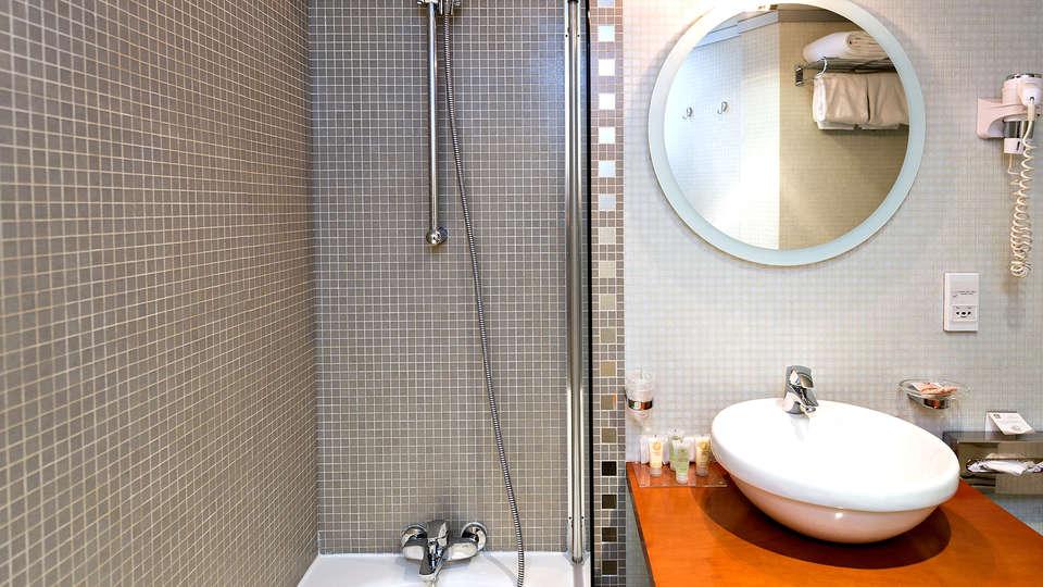 Best Western Plus Mercedes Arc de Triomphe - Edit_Bathroom4.jpg
