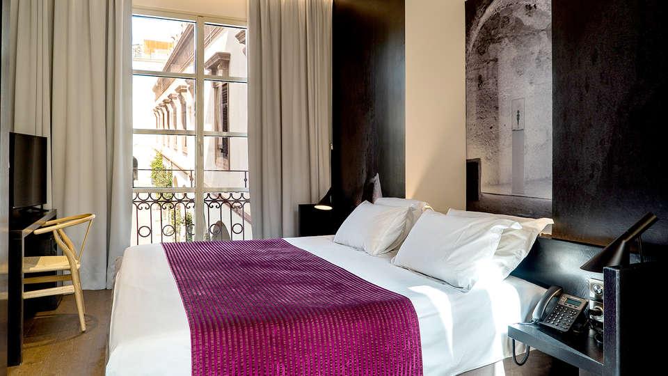 Aire Hotel & Ancient Baths  - Edit_room3.jpg