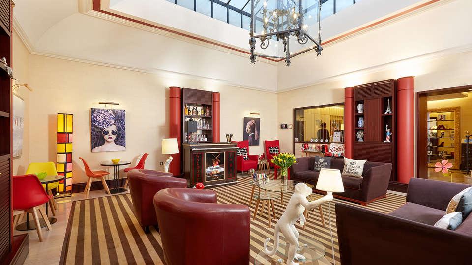 Hôtel Waldorf Trocadéro - EDIT_salon.jpg