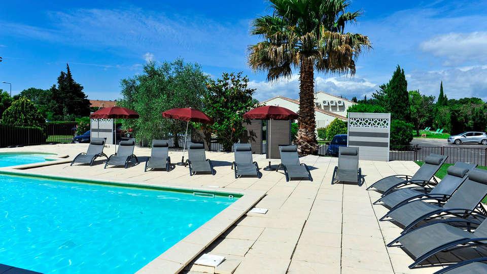 BRIT HOTEL AVIGNON SUD - Edit_Pool.jpg