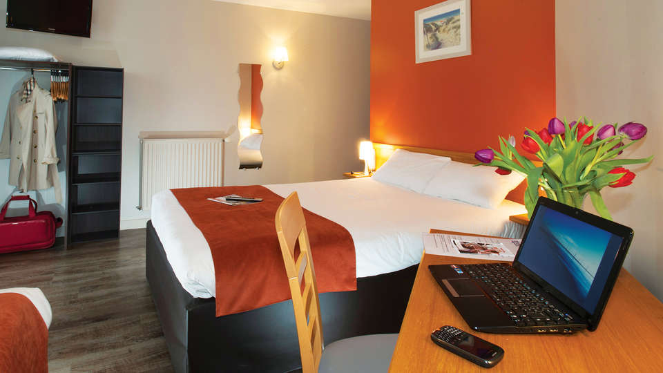 Brit Hotel Les Alizés - EDIT_Room_4.jpg