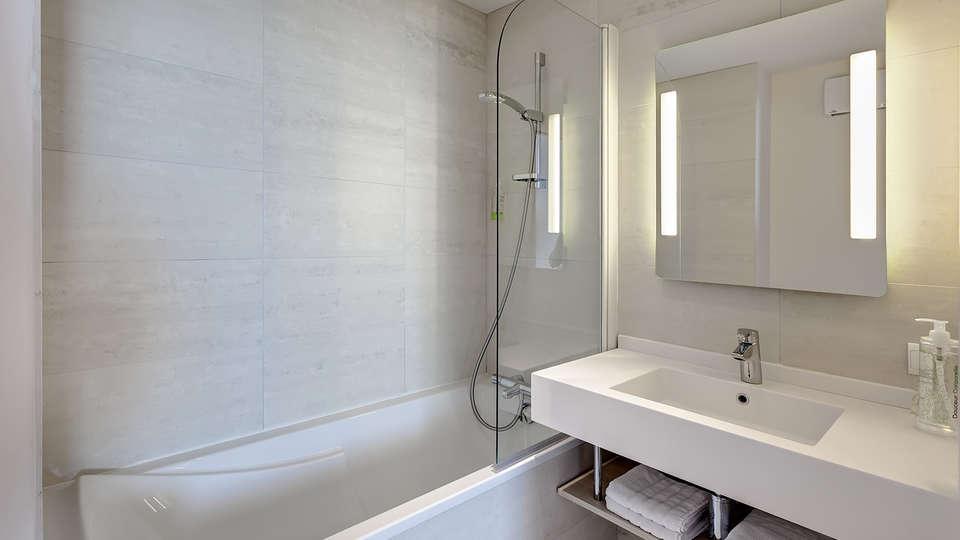 Brit Hôtel Vendée Mer - EDIT_bath.jpg