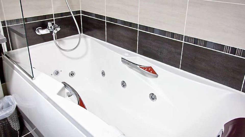 Hôtel Kyriad Auray - Carnac - EDIT_bath2.jpg