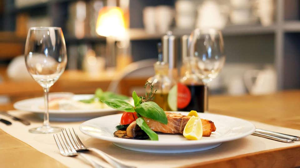 Hôtel Kyriad Auray - Carnac - EDIT_food.jpg