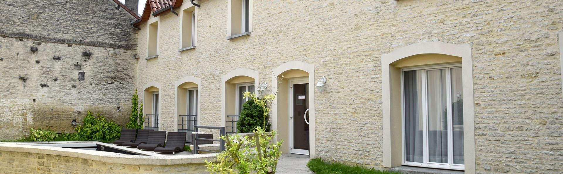 Hôtel Le Saint-Nicolas - Edit_Front2.jpg