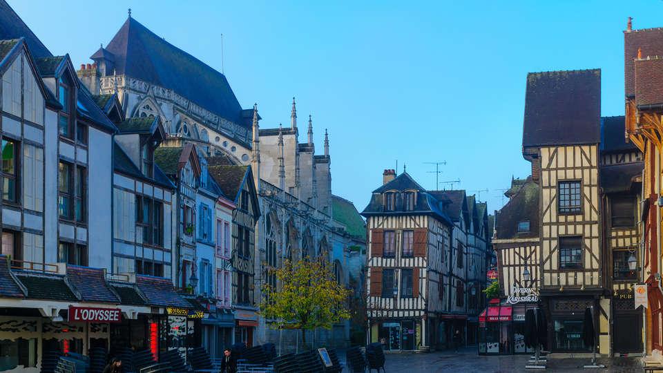 Hôtel Le Saint-Nicolas - Edit_Troyes2.jpg