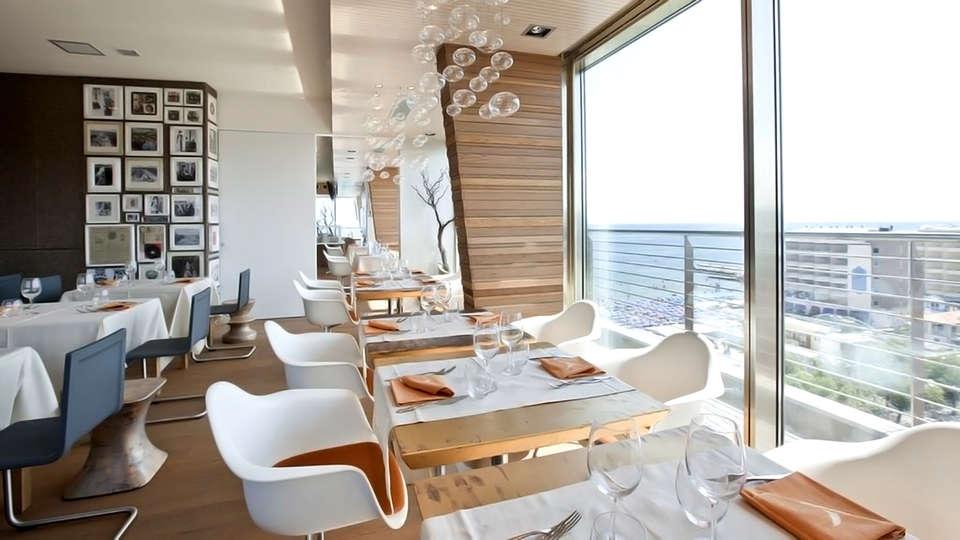 Uappala Hotel Cruiser - Edit_Restaurant2.jpg