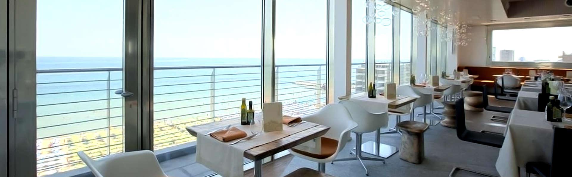 Uappala Hotel Cruiser - Edit_Restaurant6.jpg