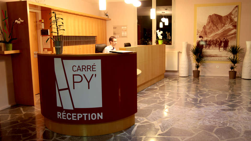Carré Py Hôtel - Edit_Reception.jpg