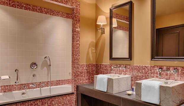 Hotel Des Indes - Bathroom