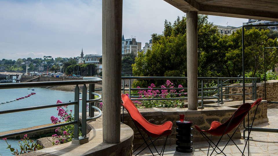 Castelbrac - EDIT_terrace.jpg