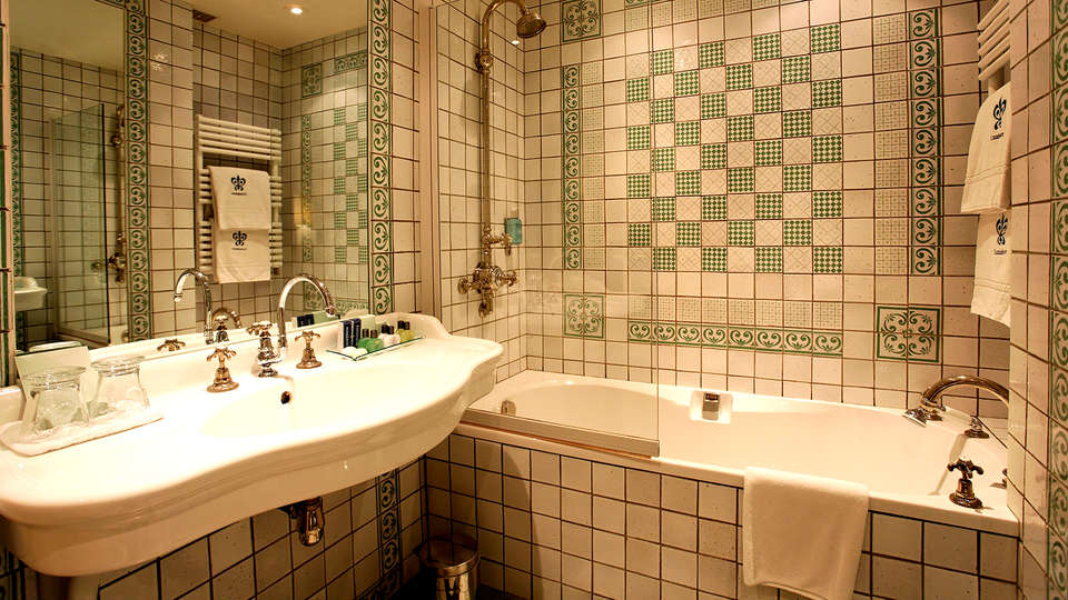 Cazaudehore - La Forestière  - Edit_Bathroom.jpg