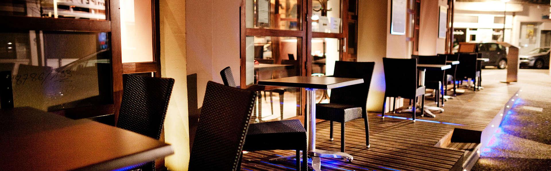 Central Hôtel Kyriad Vichy - EDIT_terrace.jpg