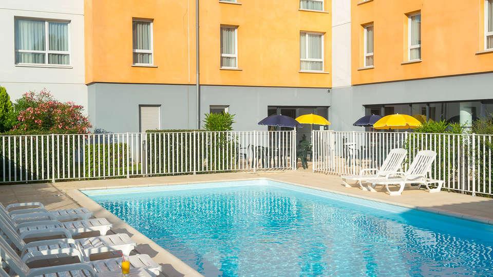 Cerise Carcassonne Nord - EDIT_pool.jpg