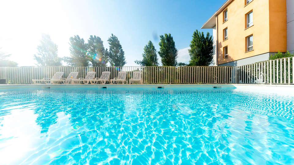 Cerise Carcassonne Nord - EDIT_pool1.jpg