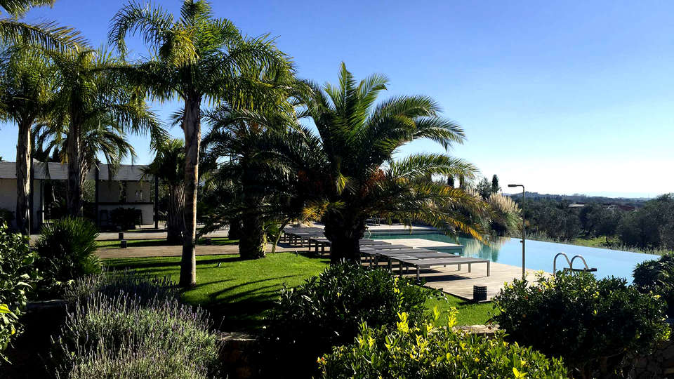 Hotel Mas Lazuli - Edit_Pool3.jpg
