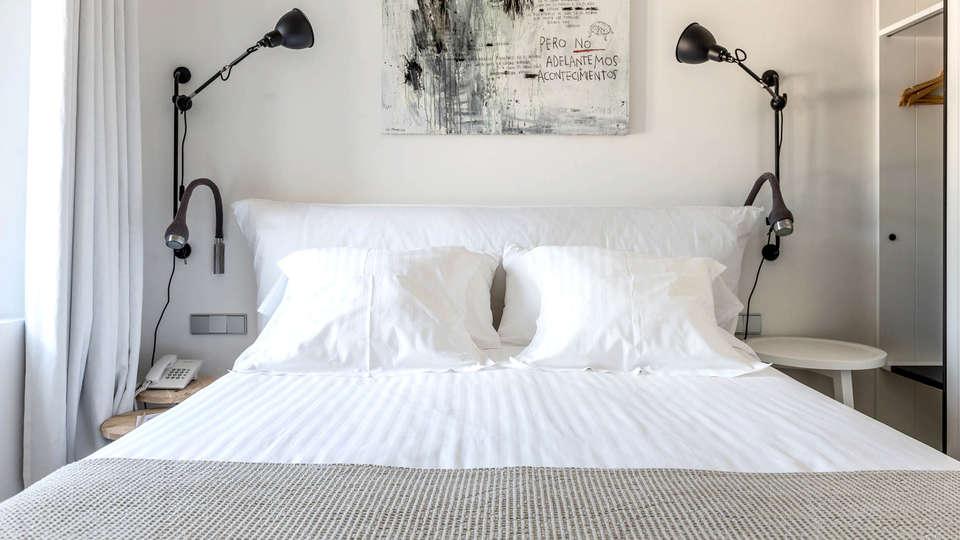 Hotel Mas Lazuli - Edit_Room4.jpg