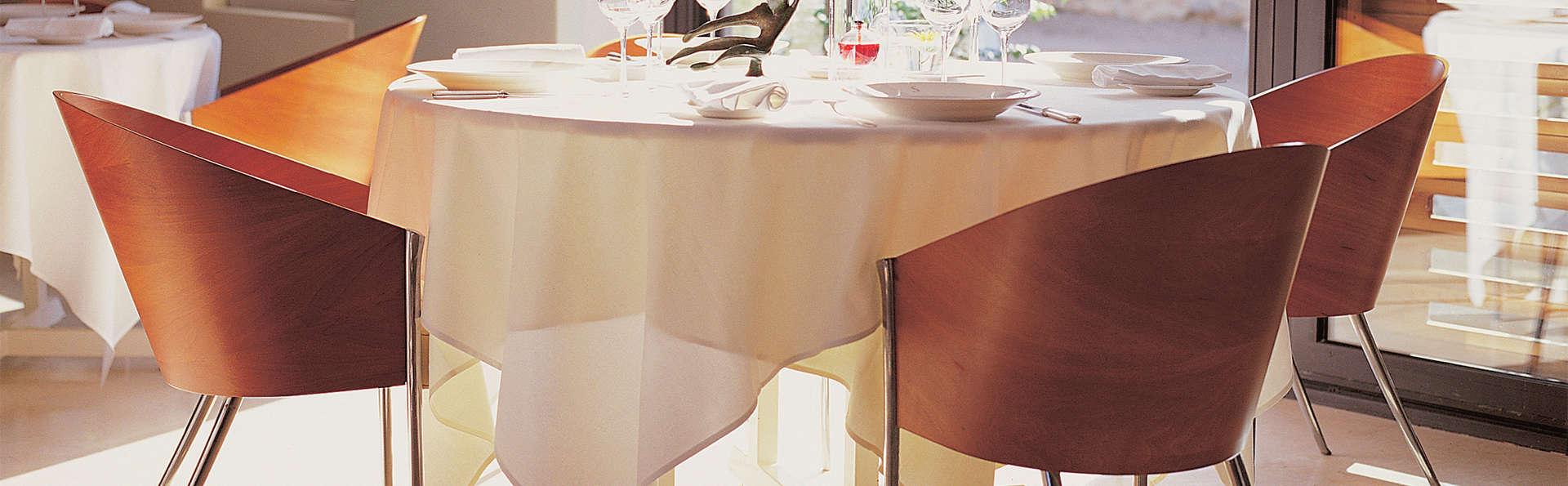 Gastronomie, détente et dégustation de vins dans un château au cœur des vignes