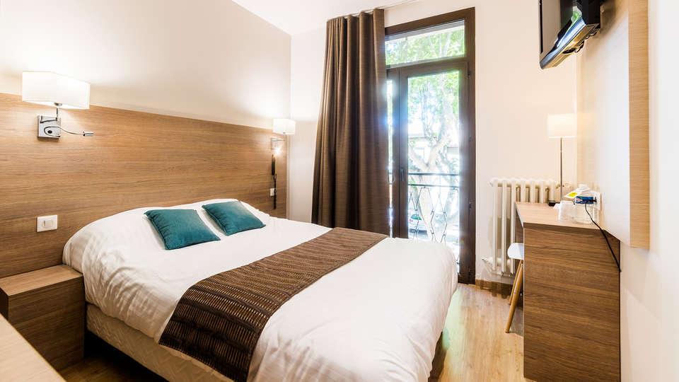 Logis Hôtel le Cours - EDIT_NEW_room3.jpg