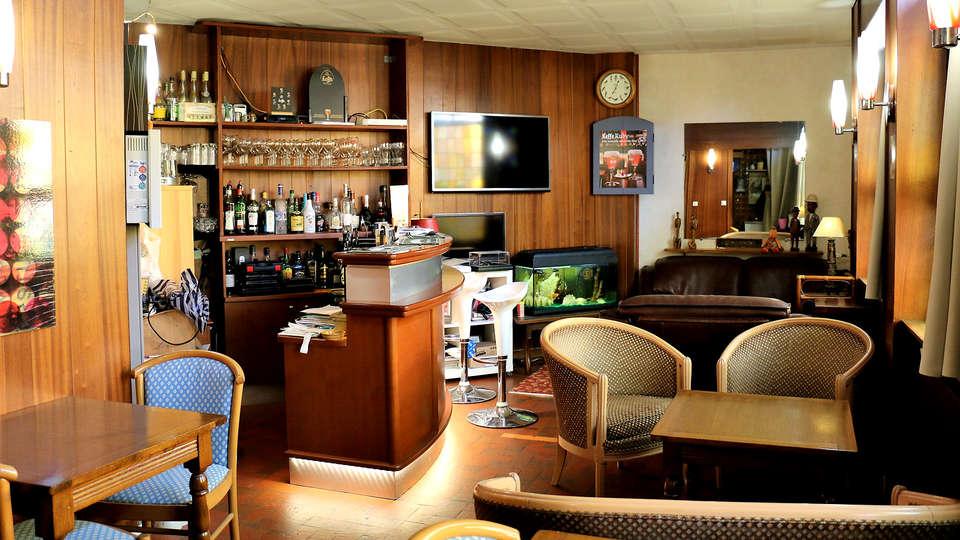 Hostellerie Saint Pierre - Edit_Bar.jpg