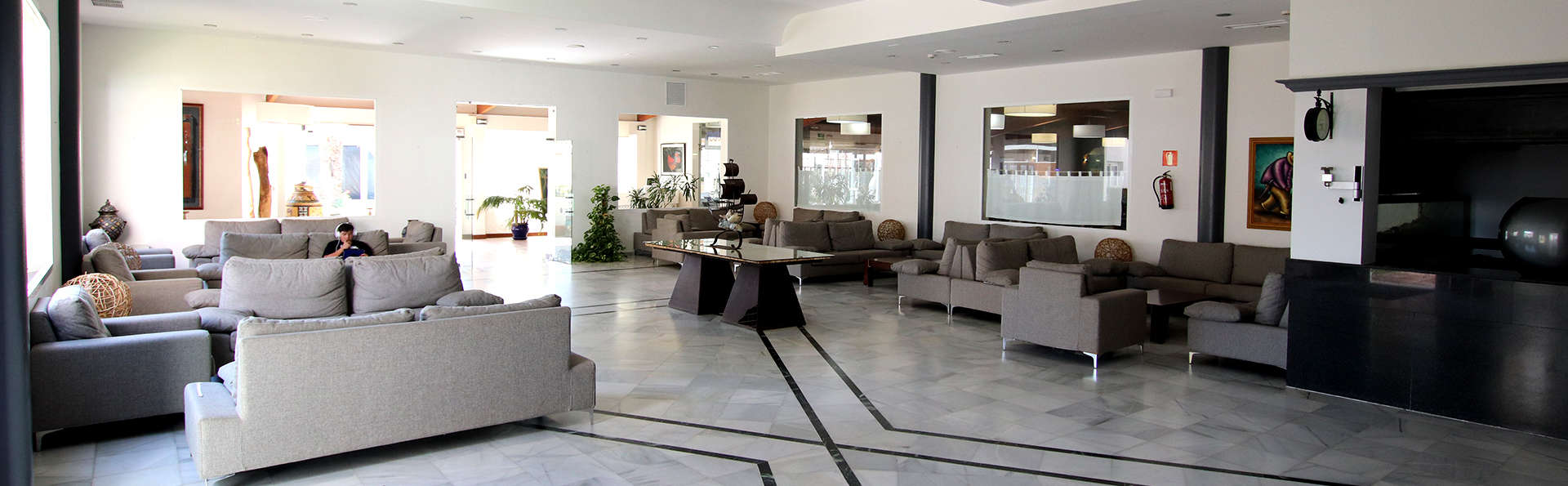 Ohtels Carabela - Edit_Hall.jpg