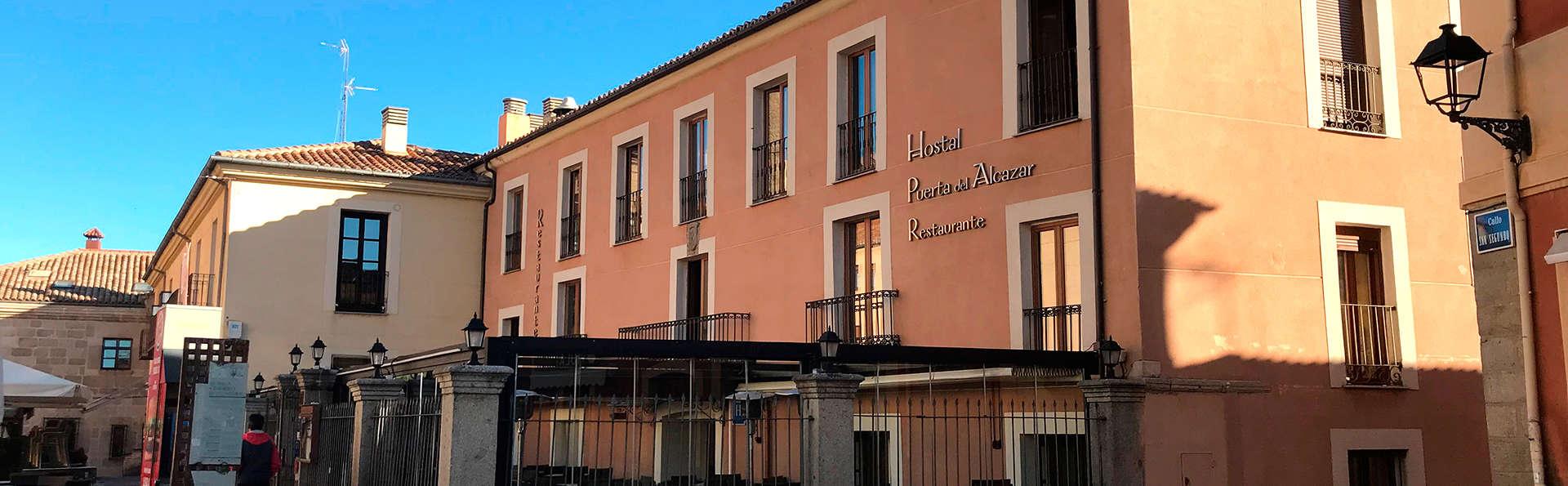 Hostal Restaurante Puerta del Alcázar - EDIT_front.jpg