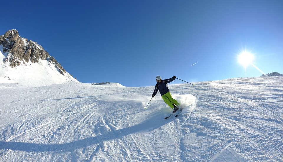 Village Club - NEACLUB Les Cimes du Léman - descente-ski-habere-poche.jpg